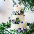Wedding three tiers two falvours cake