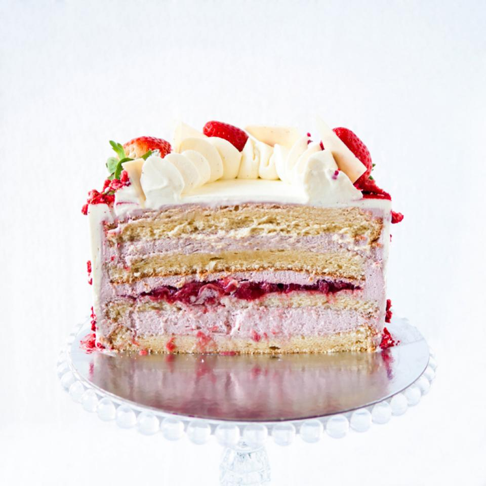 """8"""" strawberry cloud cake £65.00 buy online London delivery"""
