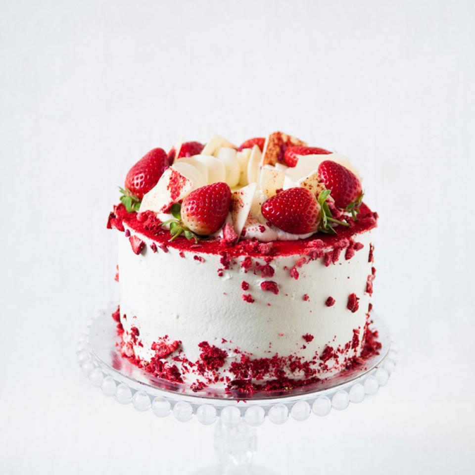 """6"""" strawberry cloud cake buy online £45.00 London delivery"""